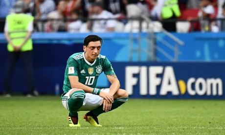 Mesut Özil quitte la sélection d'Allemagne, la Fédération réagit