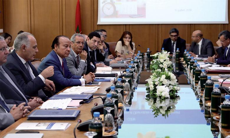 La rencontre a réuni, hier à Rabat, pour la première fois gouvernement et CGEM sous la présidence de son nouveau patron, Salaheddine Mezouar.                                                                                                Ph. MAP
