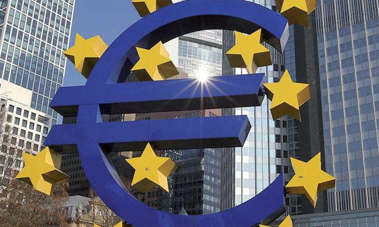 Dans ses prévisions d'été, l'exécutif européen table désormais sur une croissance de 2,1% cette année, et non plus de 2,3% comme avancé le 3 mai, lors de son évaluation de printemps. Ph. AFP
