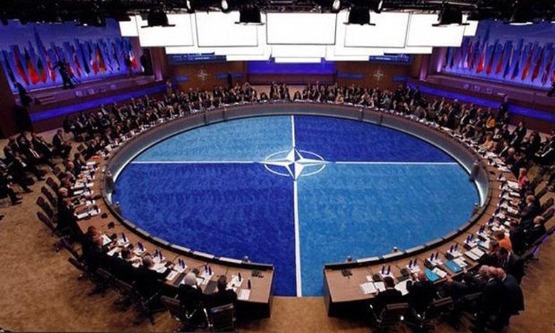 Donald Trump invite ses alliés européens à tenir l'engagement pris en 2014 au sommet de l'OTAN  au Pays de Galles de consacrer 2% de leur Produit national brut aux dépenses militaires d'ici à 2024.