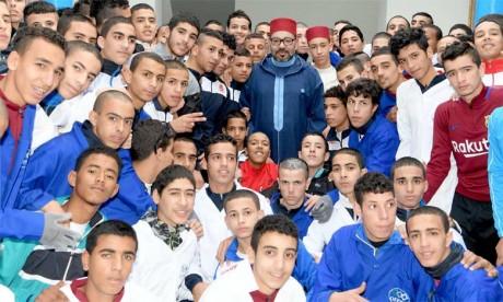 S.M. le Roi Mohammed VI a procédé, le 18 mai 2018, à l'inauguration d'un Centre de formation professionnelle à la prison locale El Arjat II, et au lancement du programme d'appui aux microprojets et à l'auto-emploi des ex-détenus. Ph. MAP