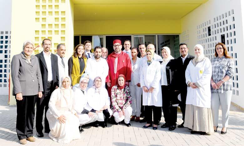 S.M. le Roi Mohammed VI a procédé, le 27 mai 2018 à Tit Mellil, à l'inauguration d'un centre médico-psycho-social, un projet solidaire dédié à la prise en charge psycho-sociale des personnes atteintes de pathologies psychiques stabilisées. Ph. MAP