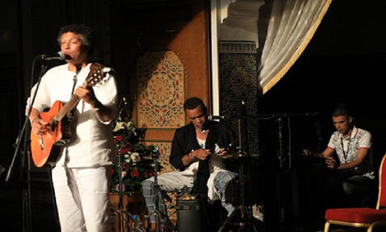 La star capverdienne Màrio Lucio fascine le public du Moussem d'Assilah