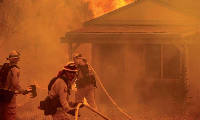 Plus de 14.000 pompiers combattent les divers incendies en cours dans l'État de Californie.