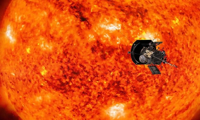La mission de Parker est de devenir le premier objet construit par l'homme à affronter les conditions dantesques de la couronne, une partie de l'atmosphère du Soleil, en passant à environ 6,2 millions de kilomètres de la surface de l'astre.  DR.
