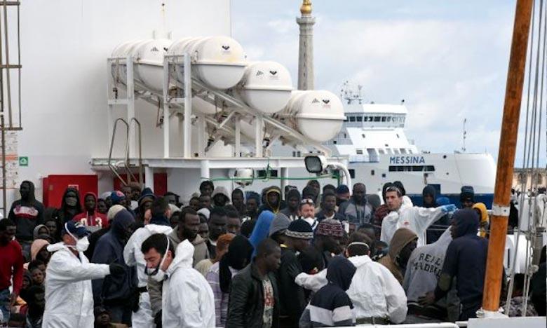 Le «Diciotti», navire des gardes-côtes italiens, transporte des migrants vers le port sicilien de Trapani. Ph : DR