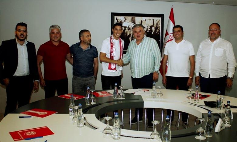 Antalyaspor a annoncé l'arrivée de l'ex Lion de l'Atlas et l'ancien milieu de terrain offensif de l'Olympique de Marseille, Adbelaziz Barrada jusqu'en juin 2020. Ph : DR