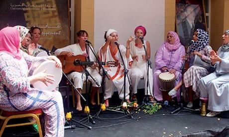 Une parade artistique ouvre le bal à Essaouira