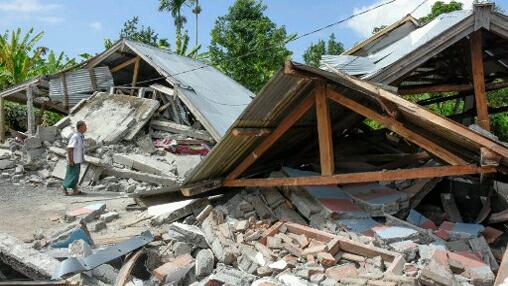 Un fort séisme de magnitude 7,1 frappe l'île touristique de Lombok provoquant une alerte au tsunami
