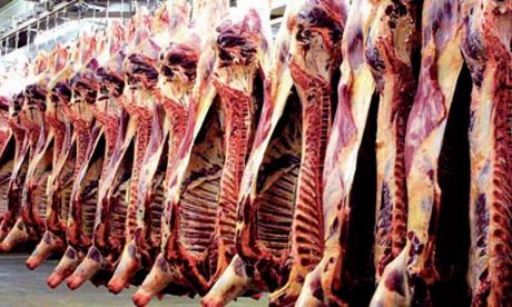 Selon la Cour des comptes, contrairement aux dispositions de l'article2 du décret n°2.12.612, du  4 décembre2012, sur le contrôle de la salubrité des viandes foraines, celles-ci continuent à provenir d'abattoirs non agréés sur le plan sanitaire.