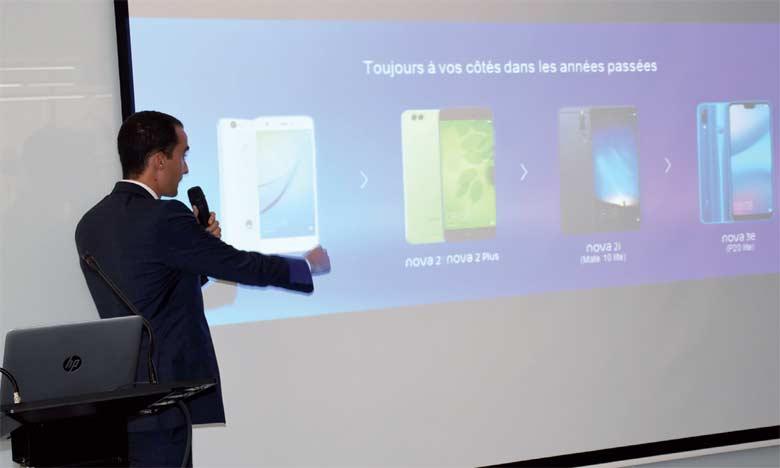 En plus du nova3, Huawei présente une version nova 3i conçue avec un superbe design incurvé 2.5D.