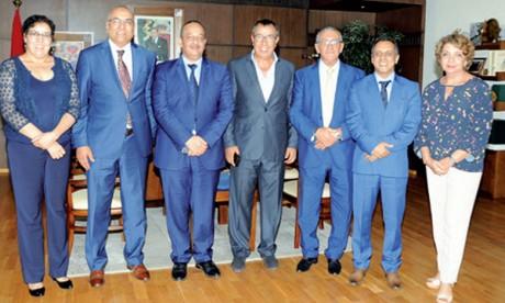 Entretiens entre le ministre de la Culture et l'Association marocaine des journalistes  et écrivains du tourisme