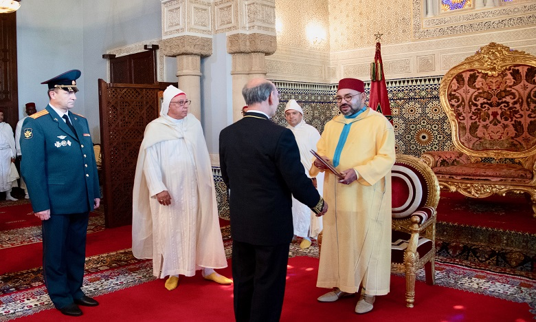 S.M. le Roi reçoit plusieurs ambassadeurs étrangers venus présenter au Souverain leurs lettres de créance en tant qu'ambassadeurs plénipotentiaires et extraordinaires de leurs pays dans le Royaume