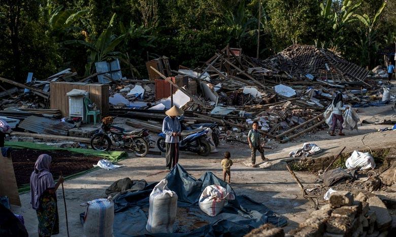 Près de 1.500 personnes ont été hospitalisées pour des blessures graves et plus de 156.000 personnes ont été déplacées en raison des dégâts considérables. Des milliers de personnes dorment dans des abris de fortune ou en plein air. Ph : AFP