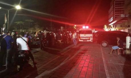 Indonésie: Levée de l'alerte au tsunami après le fort séisme de Lombok