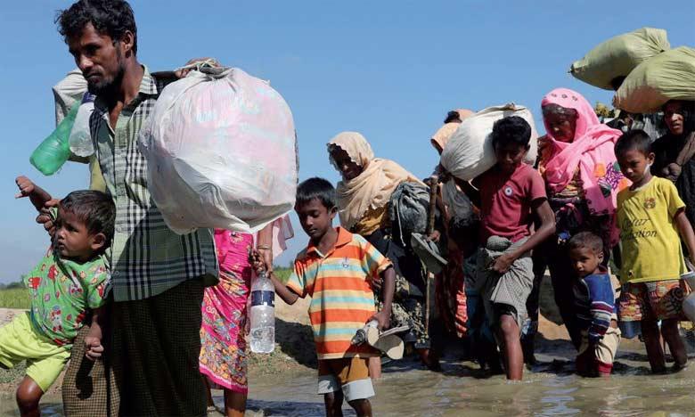 Les centaines de milliers de Rohingyas déplacés ont trouvé refuge au Bangladesh où ils vivent depuis dans d'immenses campements de fortune.