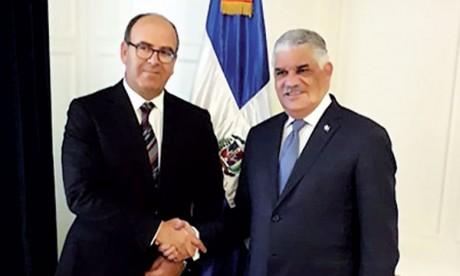 Hakim Benchamach s'entretient avec le ministre dominicain des Affaires étrangères