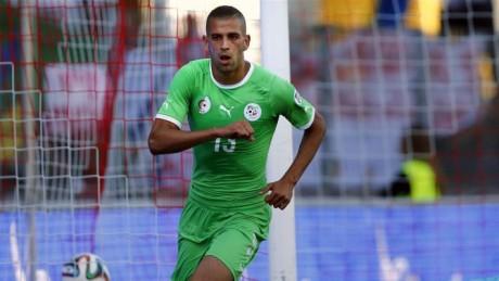 football : Slimani rejoint Fenerbahce en prêt