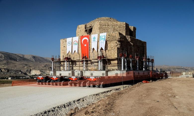 Le déménagement du hammam d'Artuklu a mobilisé des moyens extraordinaires. Ph. AFP
