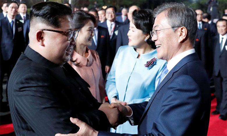 Les deux Chefs d'État se sont déjà retrouvés en tête à tête, à deux reprises, la première fois fin avril dans le village frontalier de Panmunjom, où fut signée la trêve de la guerre de Corée (1950-53).