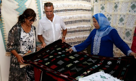 Les femmes ont représenté près de 47% des participants, dont 30% sont venus du monde rural, lors de ces expositions qui étaient l'occasion de présenter le génie de l'artisan marocain. Ph : MAP