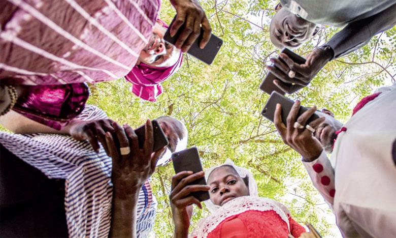 Sous l'appellation «Applications Services agricoles», la FAO regroupe 4 applications qui fournissent aux agriculteurs des informations sur la météo, les soins du bétail, les marchés et la nutrition.                                                                                                                                  Ph. FAO