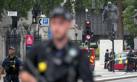 Voiture-bélier devant le Parlement à Londres, l'auteur soupçonné d'actes terroristes