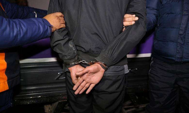 Deux individus interpellés pour avoir menacé des éléments de police à l'arme blanche