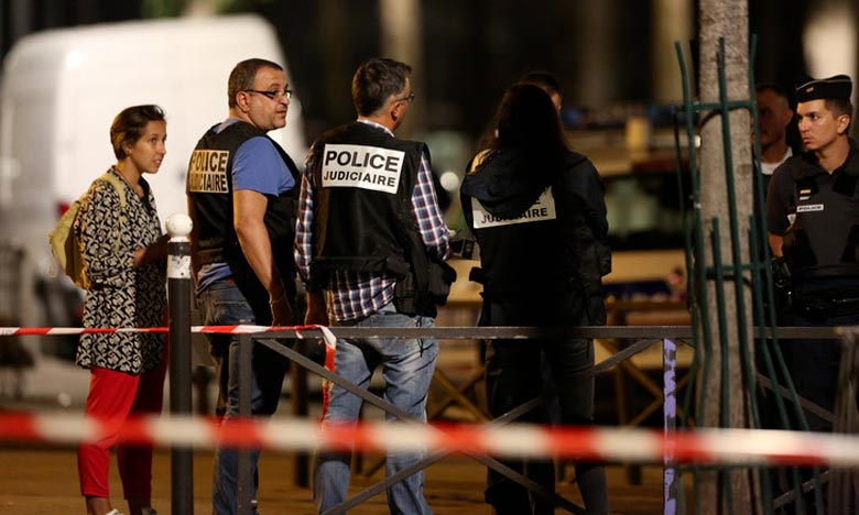 Sept blessés dans une attaque au couteau à  Paris