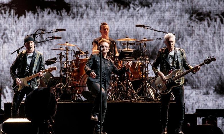 Le chanteur vedette du groupe Bono assure qu'il a pleinement retrouvé sa voix et que la tournée va se poursuivre comme prévu. Ph : AFP