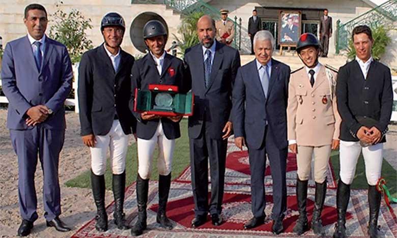 Ali Al Ahrach (au centre) lors de la cérémonie de la remise des prix le GP de S.M. le Roi Mohammed VI et le GP de S.A.R.le Prince Héritier Moulay El Hassan.                                                                                    Ph. MAP