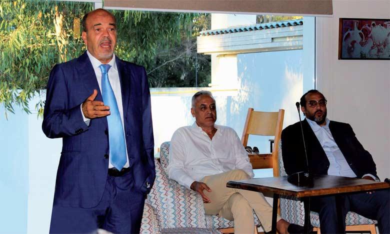 Juste après sa nomination, le technicien a tenu une réunion avec les joueurs et les dirigeants du club pour expliquer son plan de travail.