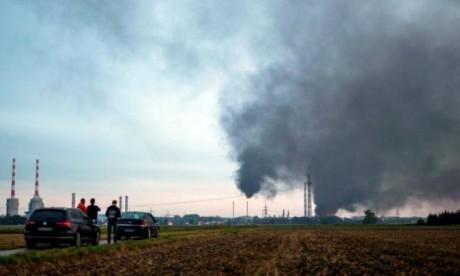 Huit blessés dans l'incendie d'une raffinerie
