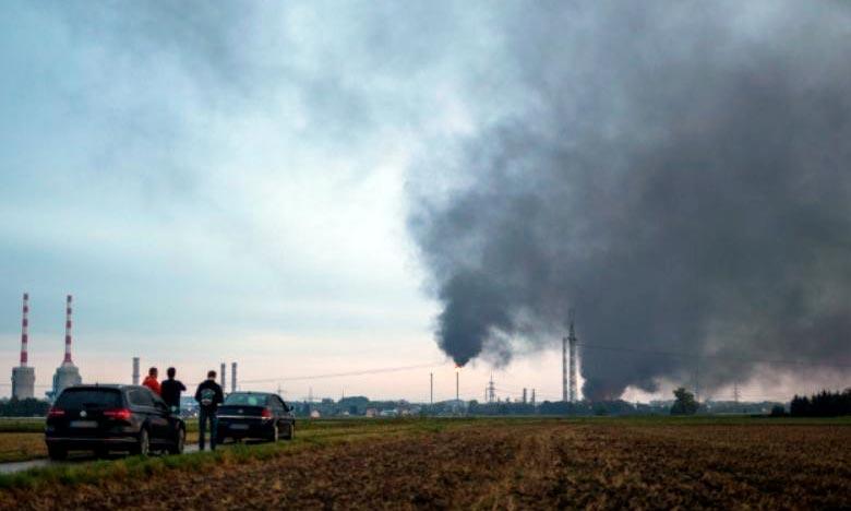 L'incendie s'est déclaré, après une explosion dans un secteur de la raffinerie produisant du gaz et de l'essence liquides. Ph. AFP