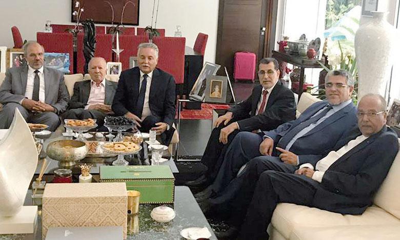 Une délégation du PJD, conduite par M.El Othmani en personne et comprenant son chef de cabinet Jamaâ Al Moatassim ainsi que le ministre de l'État chargé des Droits de l'Homme, Mustapha Ramid, s'est rendue jeudi au domicile du chef de file du PPS, Nabil Benabdellah.
