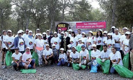 Une campagne de nettoyage  à la forêt de Bouskoura
