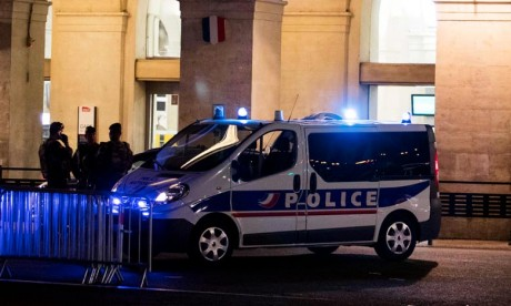 Un véhicule blesse deux personnes à Nîmes