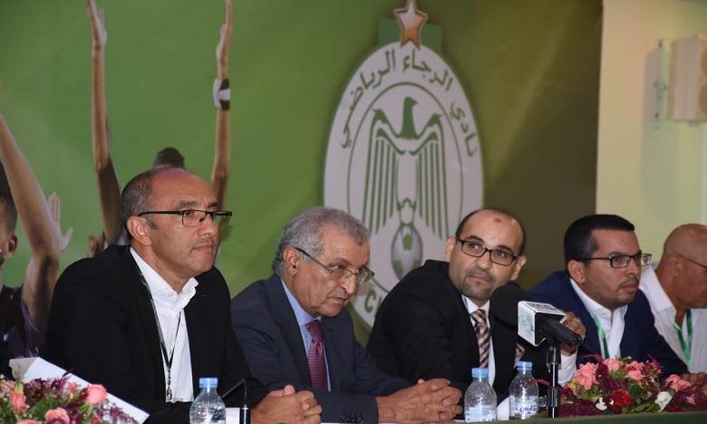 Jaouad Ziyate (premier à gauche) propose d'effacer les 8 milliards de dette du Raja sur 4 ans. Ph. Hicham Seddik