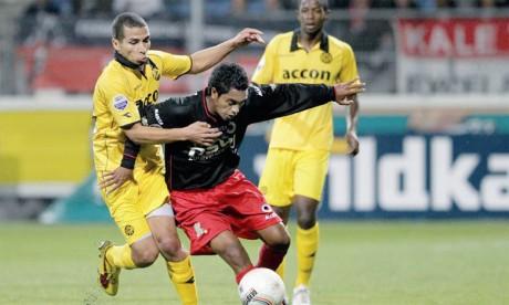 Anouar Hadouir (à gauche) a évolué dans plusieurs clubs des Pays-Bas dont le NAC Breda.