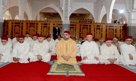 S.M. le Roi, Amir Al Mouminine, accomplit la prière du Vendredi à la mosquée Al Qods à Salé