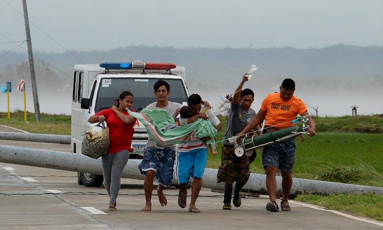 Le super typhon Mangkhut, le plus violent de l'année, a fait au moins deux morts aux Philippines, où il a frappé le nord du pays avec des vents violents et des pluies torrentielles. Ph :  AFP