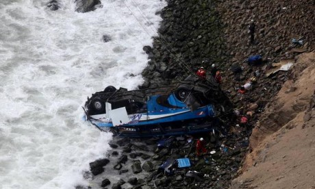 L'accident s'est produit suite à la collision de deux autobus de passagers et la chute de l'un des véhicules dans un ravin de 200 mètres. Ph : DR