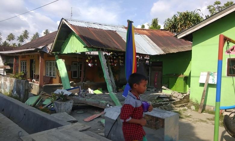 Indonésie : un fort séisme frappe l'île des Célèbes