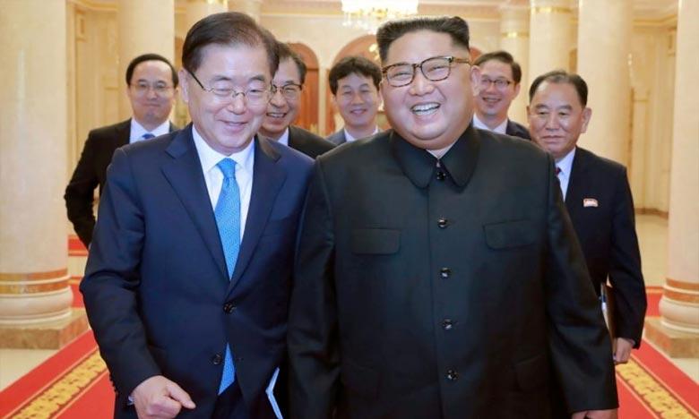 Le dirigeant nord-coréen Kim Jong Un  et Chung Eui-yong, le conseiller à la sécurité nationale du chef de l'Etat sud-coréen, lors d'une rencontre à Pyongyang. Ph : DR