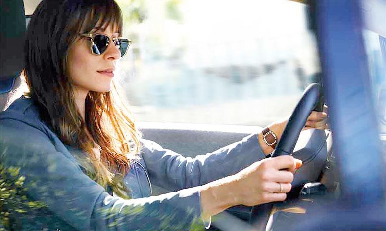 Non seulement l'assistant personnel attend les ordres du conducteur, mais il est toujours là pour l'assister et même lui parler  de façon informelle.