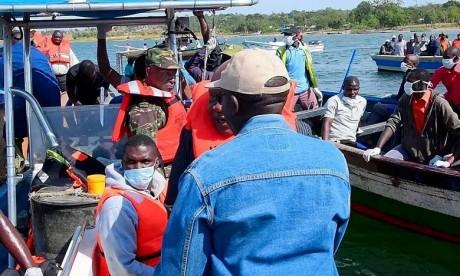 Surchargé de passagers et de marchandises, le MV Nyerere a chaviré à quelques dizaines de mètres à peine de sa destination finale, le débarcadère de l'île d'Ukara. Ph : DR