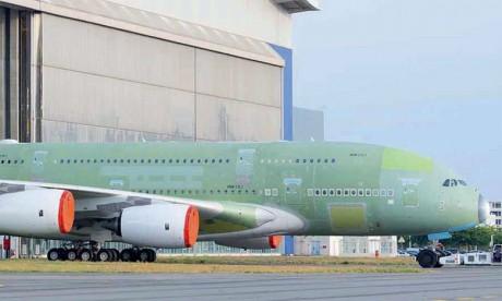 Le premier A380 d'ANA sort de la chaîne d'assemblage final à Toulouse