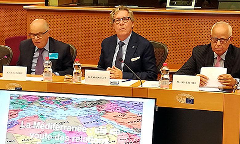 La rencontre a été organisée par la Fondation EuroMedA, présidée par l'eurodéputé  Gille Pargneaux (au centre).
