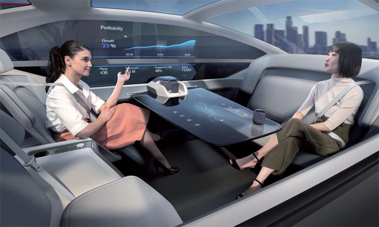 Véhicule tout électrique et 100% autonome sans conducteur humain, le 360c réinvente la mobilité automobile et les échanges amicaux, familiaux ou professionnels tout en permettant à chacun de se réapproprier le temps perdu dans les trajets.