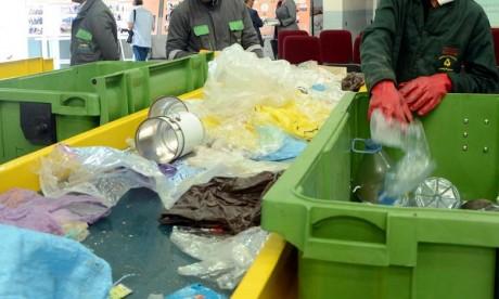 Les participants se sont montrés très alarmistes au sujet de la gestion des déchets à Casablanca, insistant sur la mise en place d'une approche globale axée sur le développement du recyclage, le tri à la source. Ph : DR